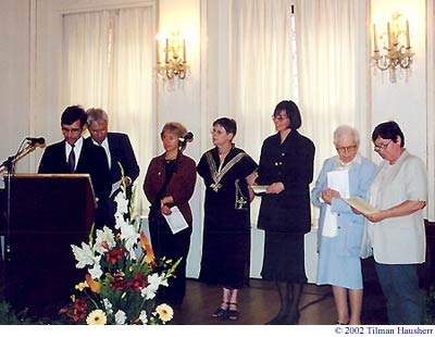 Reading of the Charter in Seven Languages.  © 2002 Tilman Hausherr